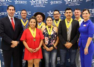 TSTC BoardofRegentHonorGrads 72dpi 300x214 - TSTC recognizes Board of Regents honor grads with medallions