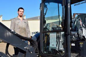 Waco Diesel Tyler Residori edited 2 Sept. 27 2019 300x200 - TSTC Diesel Equipment Technology Program Offers Hands-On Experience