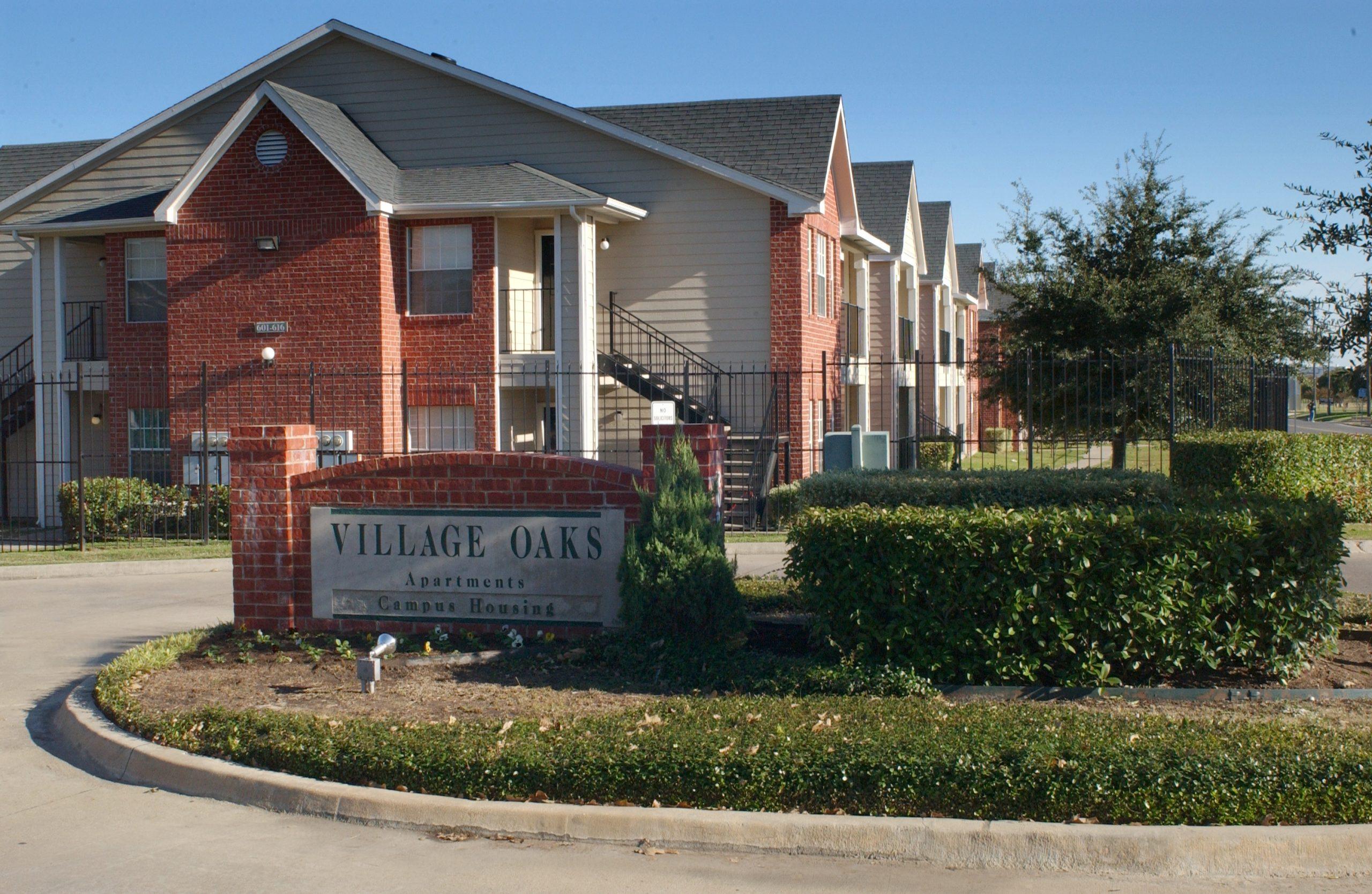village oaks scaled - Campus Housing